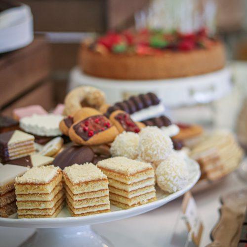 Sisters Cake - Svadobné koláče na stole