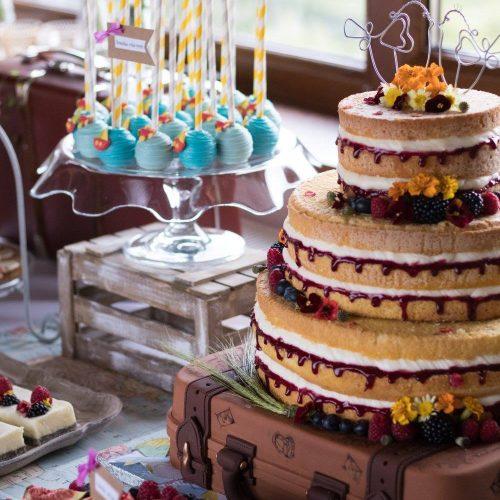 Sisters Cake - Svadobná torta na kufríku